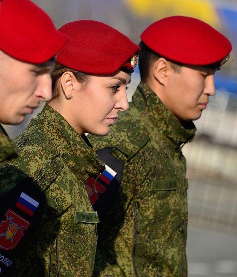 военная полиция в красных беретах