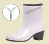 Женские утеплённые резиновые полусапоги белые на молнии с каблуком